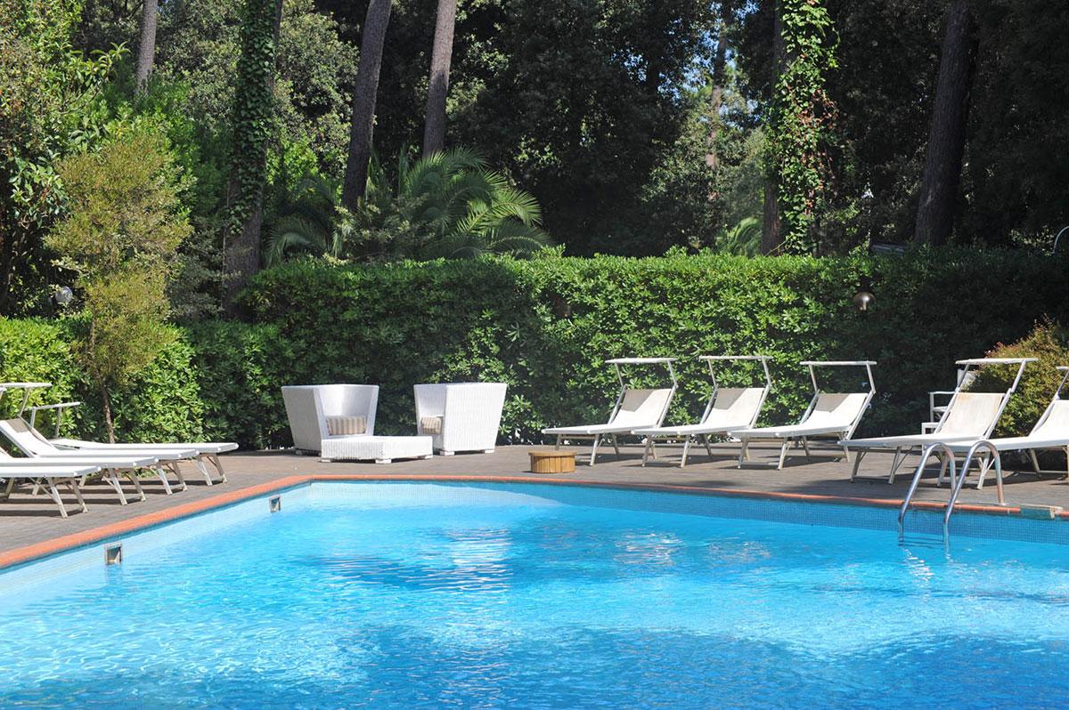 La piscina hotel villa tiziana versilia for Hotel piscina