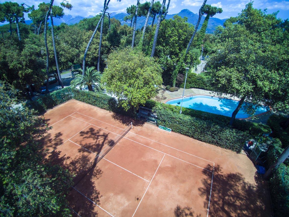 La piscina hotel villa tiziana versilia for Piscina z
